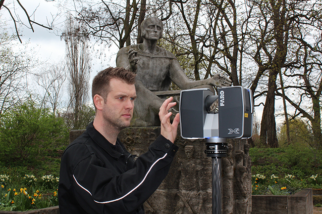 Scanning the monument of Eike von Repgow in Magdeburg by 3D scanners.